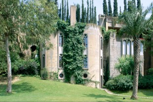 Ricardo_Bofill_Taller_Arquitectura_SantJustDesvern_Barcelona_Spain_OutdoorSpaces_(5)